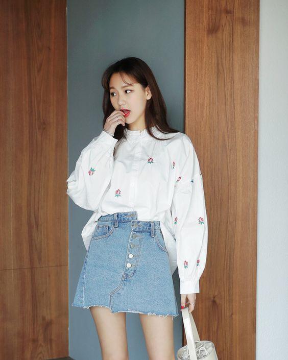 Phối áo sơ mi form rộng + Chân váy jean dài