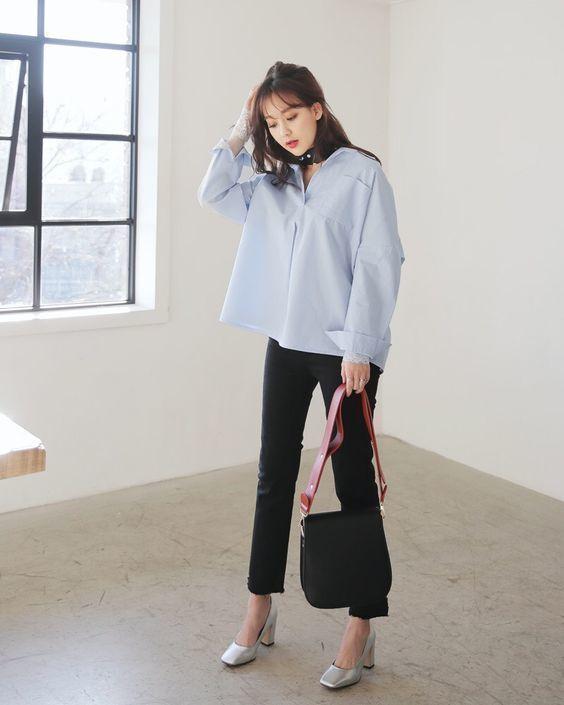 . Áo sơ miform rộng màu + Jeans đen cạp cao